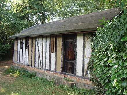 The Witches' Cottage, where the Bricket Wood coven celebrated their sabbats. 2006. Witches Hut 2006 side view.JPG