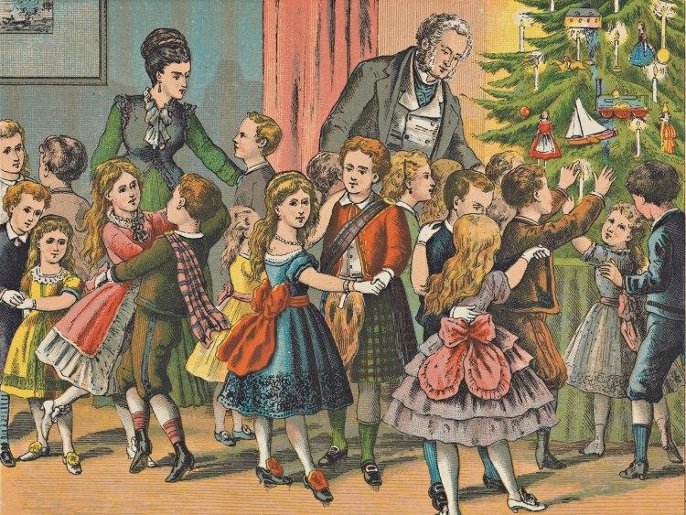 Woonkamer vol keurig geklede kinderen die bij de kerstboom dansen