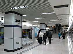 Yishan Road Station Line 4.jpg