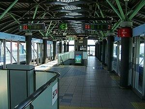 Aomi Station - Image: Yurikamome U10 Aomi Station platform