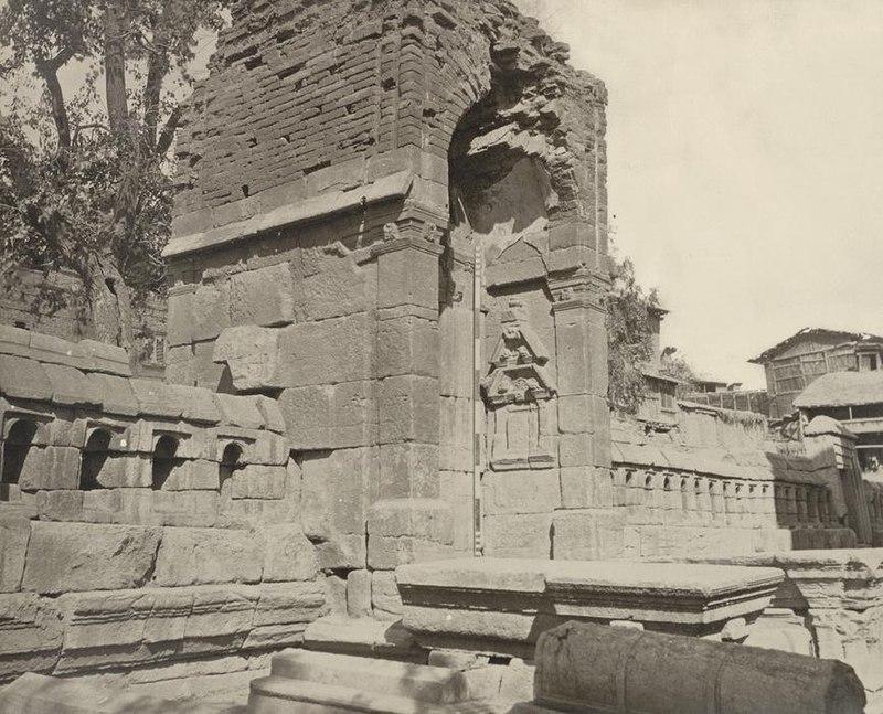 Zeinulabuddin-tomb-srinagar1866.JPG