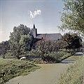 Zicht op de het dak van de zuidgevel en de torenspits - Lambertschaag - 20381983 - RCE.jpg