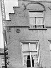 zicht op een gedeelte van de topgevel met muurankers - breda - 20041137 - rce
