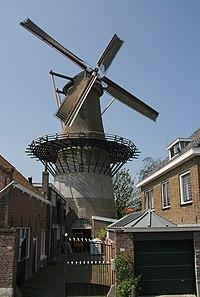 Zierikzee molen De Hoop met zeilen.jpg