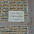Zijgevel voorhuis, gedenksteen - Winterswijk - 20346482 - RCE.jpg