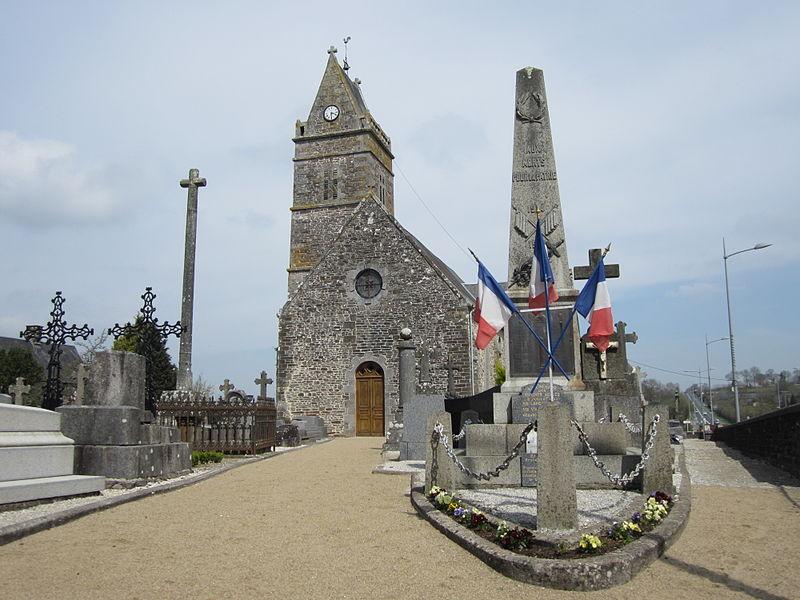 Champrepus, Manche. La croix du cimetière est constituée d'un fût octogonal orné de quatre bubons, de perles et d'un anneau.Recherches de l'Association pour la préservation du patrimoine de Champrépus