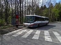 Říčany, Olivovna, nástupní zastávka s autobusem.jpg
