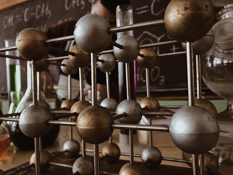 File:Молекулы.jpg