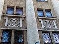 М. Ломоносов, Д. Менделеев. Библиотека им. Крупской в г. Донецке.jpg