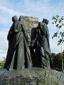 Пам'ятник «Шлях пізнання» біля фізичного факультету КНУ.jpg