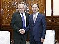 """יצחק אהרונוביץ, יו""""ר תעש מערכות בפגישה עם נשיא ווטנאם טראן צאי קוואנג.jpg"""