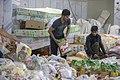 بسته بندی کمک های بشردوستانه و مردمی برای زلزله زدگان قصر شیرین Humanitarian aid- Iran Kermanshah 06.jpg