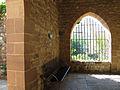 061 Castell cartoixa de Vallparadís (Terrassa), finestral del claustre.JPG