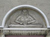1100 Laxenburger Straße 203-217 Stg. 12 - Natursteinrelief Wäscherin von Anton Endstorfer IMG 7467.jpg