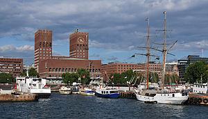 Hafen Oslo mit Rathaus
