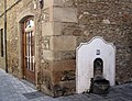 141 Casa al c. Barcelona 28, cantonada c. Museu (Granollers), font.jpg