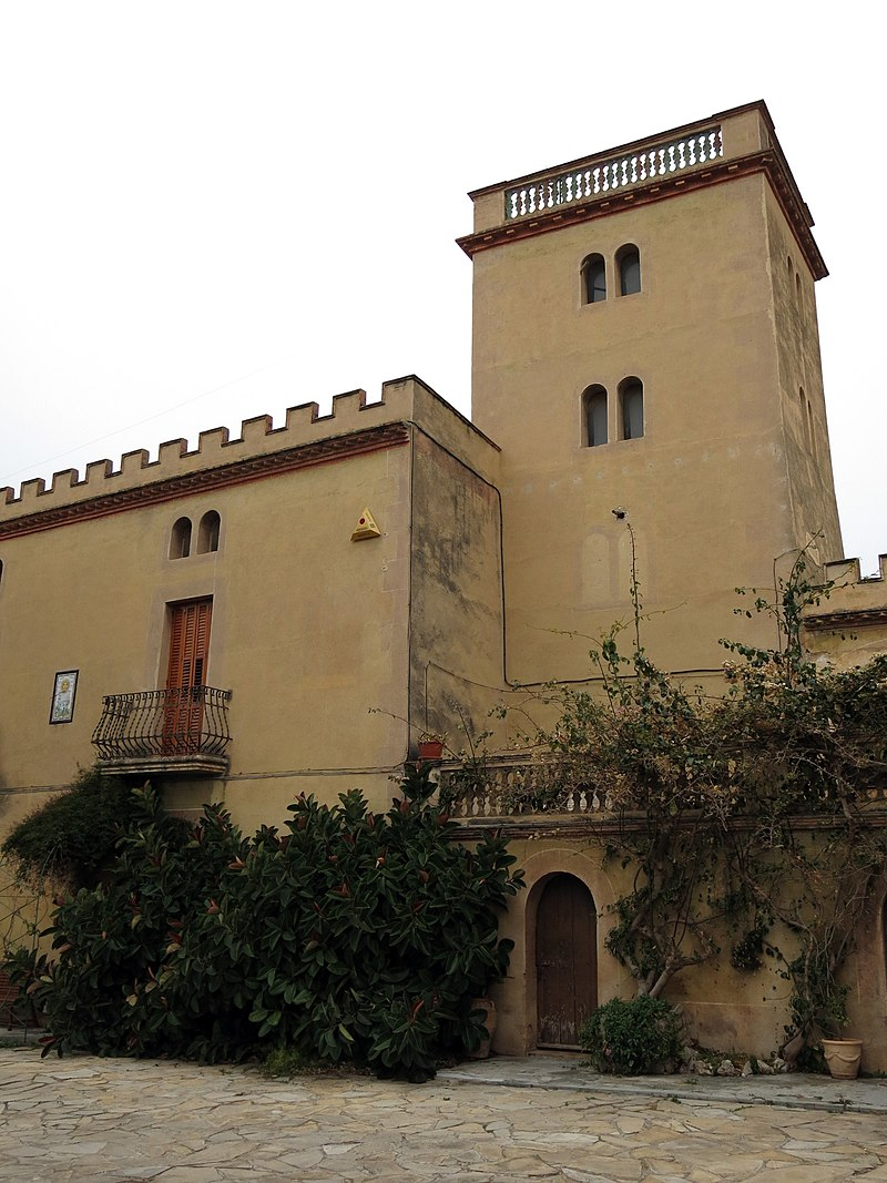 184 Casa Mas (Llorenç del Penedès), pati i torre.JPG