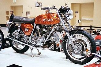Ducati 750 GT - Image: 1972 Ducati GT 750 right