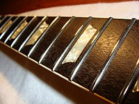 1973 Gibson Les Paul Deluxe (SN 620310) Frets polished (2010-02-28 by TT Zop).jpg