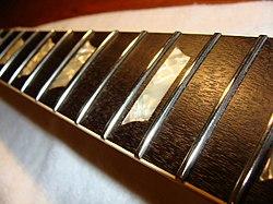 1973 Gibson Les Paul Deluxe (SN 620310) Frets polished (2010-02-28 by TT Zop).jpg