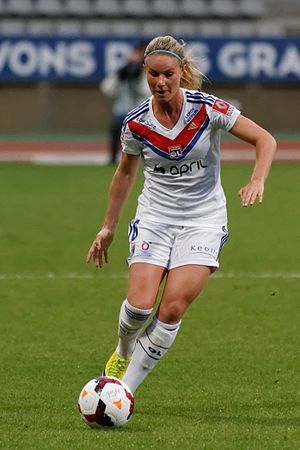 Amandine Henry - Henry playing for Lyon in 2013.