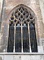 2016-Maastricht, St-Servaasbasiliek, Pandhof, noordelijke kloostergang, raam 6.jpg