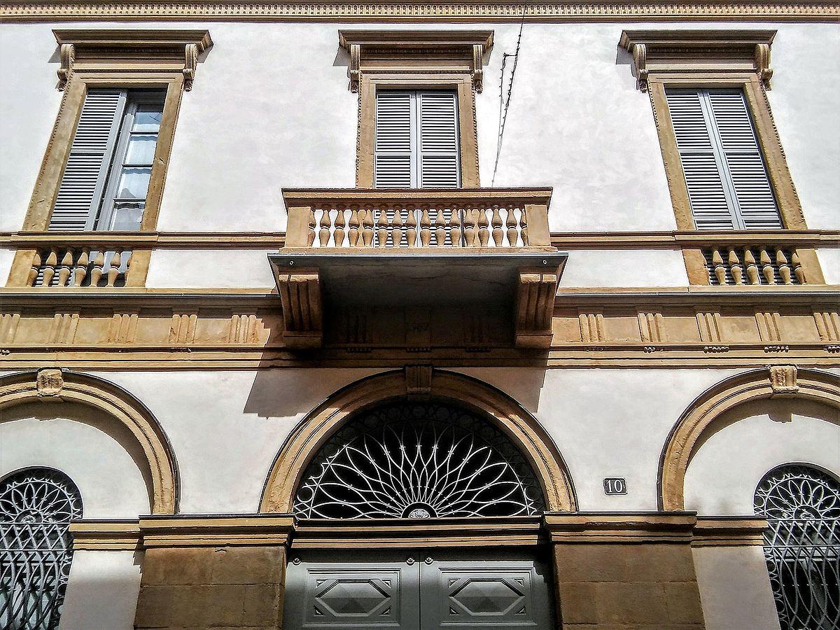 Casa bellotti wikipedia for Casa piano diviso
