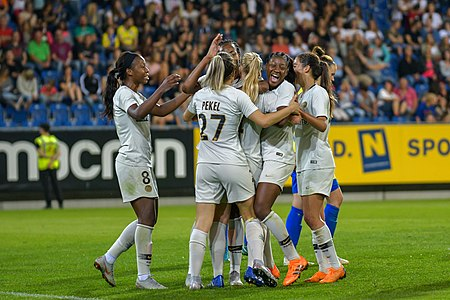 20180912 UEFA Women's Champions League 2019 SKN - PSG players celebrating 850 5405.jpg
