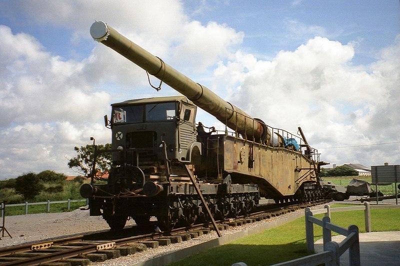 File:280-mm-Eisenbahngeschütz K 5 E Audinghen 01.08.93 (1).jpg