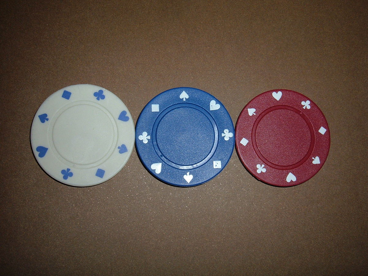 File:3 individual poker chips.JPG - Wikimedia Commons