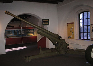 7.5 cm L/45 M/32 anti aircraft gun - A 7.5 cm L/45 M/32 anti-aircraft gun on display at the Norwegian Armed Forces Museum in Oslo, October 2008