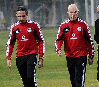Bob Bradley - Bradley (right) during a training session for the Egyptian national team in December 2012