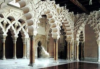 Foil (architecture) - Image: Aljaferia Portique nord