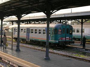 FS Class ALn 668 - Image: Aln 668 a Torre Annunziata Centrale