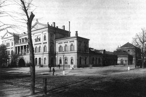 Hamburg-Altona station - The first station with wings built in 1890 seen from the south