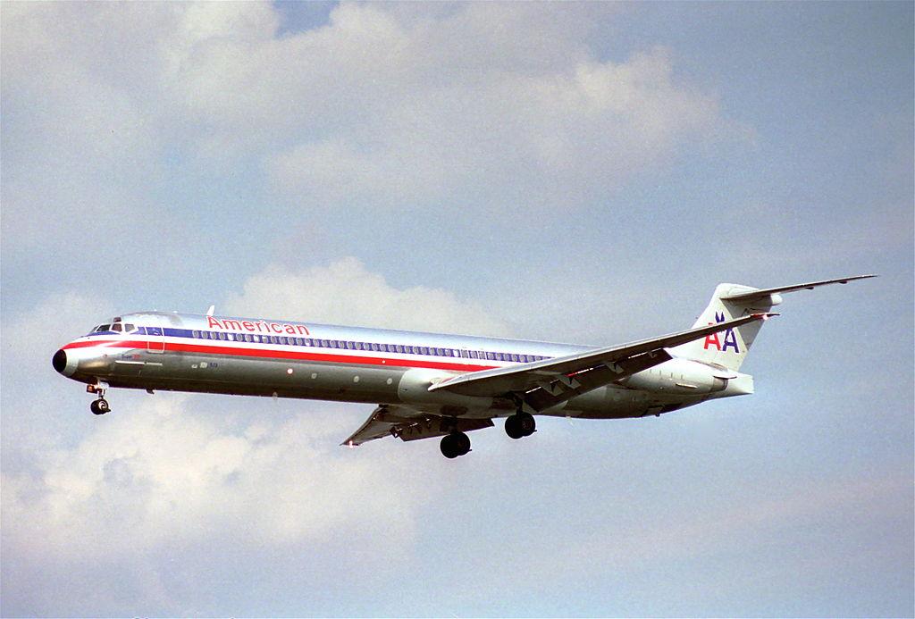 File American Airlines Md 82 N573aa Dca 19 07 1995