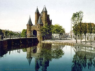 Haarlemmertrekvaart - The start of the canal on the Haarlem side: Amsterdamse Poort (Haarlem)