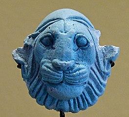 Amulette-pendantif à la tête de lion