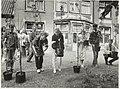 Anti-Abortus demonstratie. Fruitbomen planten bij de Bloemenhovekliniek. NL-HlmNHA 54015816.JPG