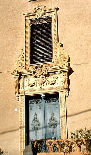 Azille - House ornamentation