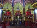 Bên trong đền vua Hùng.jpg