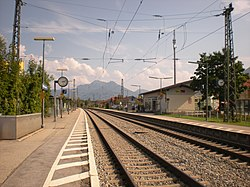 Bahnhof Bernau am Chiemsee - Bahnsteige.JPG