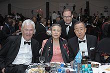 Malpermeso Ki-luna, Mrs Ban, Peter Krämer kaj Jaka Bizilj.jpg