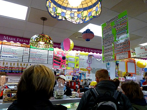 Bar Harbor – USA - Ben ^ Bill's Chocolate Emporium - People queue - Ice Cream - panoramio