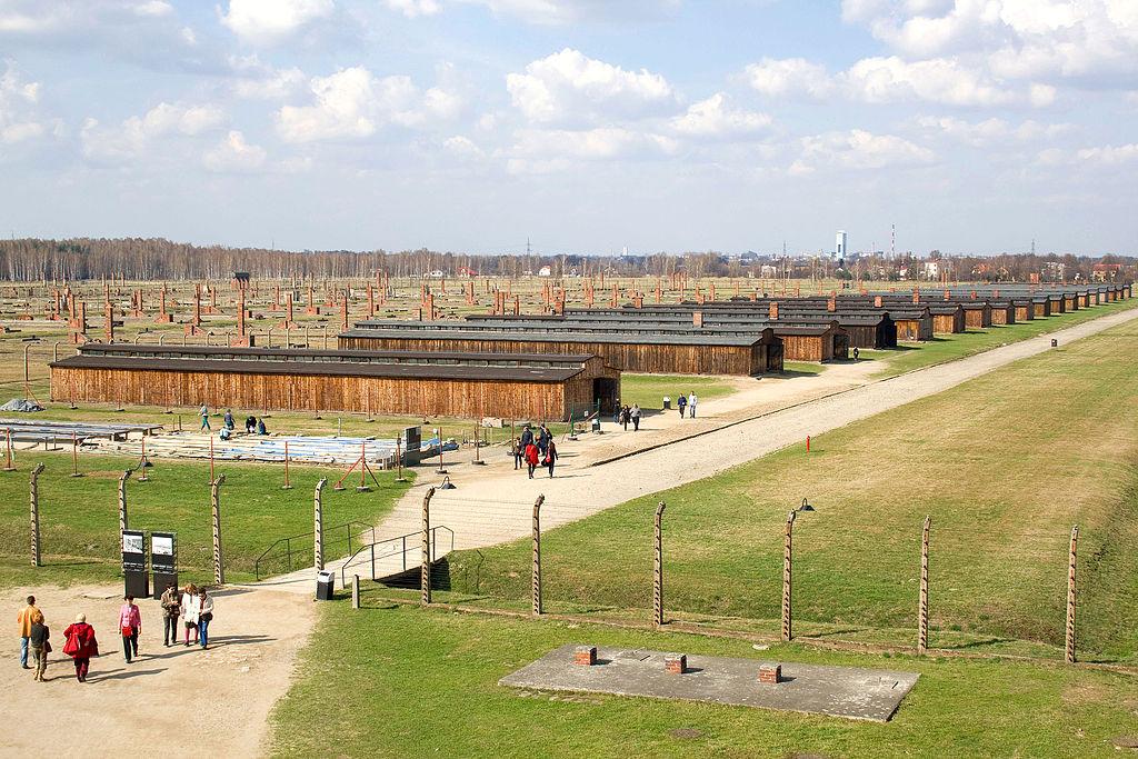 Baraques dans le camp nazi d'Auschwitz Birkenau. Photo de Diego Delso.