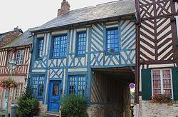 Beaumont-en-Auge maisons à pan de bois.JPG