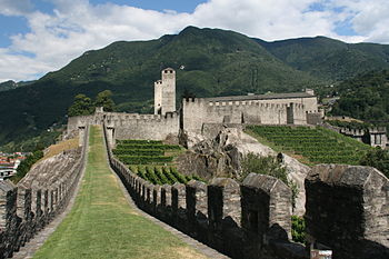 Bellinzona walls.JPG