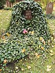 Berlin Friedrichsfelde Zentralfriedhof, Pergolenweg - Apitz 3.jpg