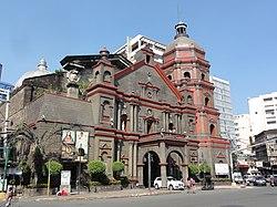 Binondo Church in front of Plaza San Lorenzo Ruiz, Binondo, Manila.jpg
