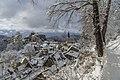 Blick auf die verschneite Stadt Hohnstein in der Sächsischen Schweiz.jpg